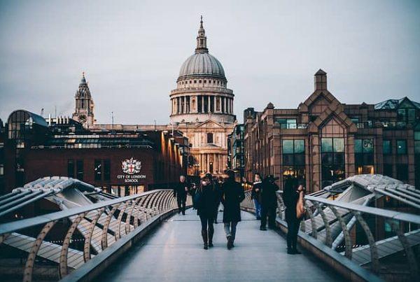 image of famous London bridge