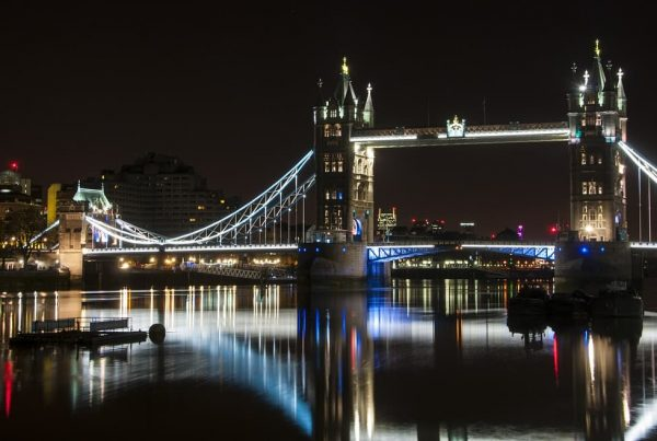 travelling london by night